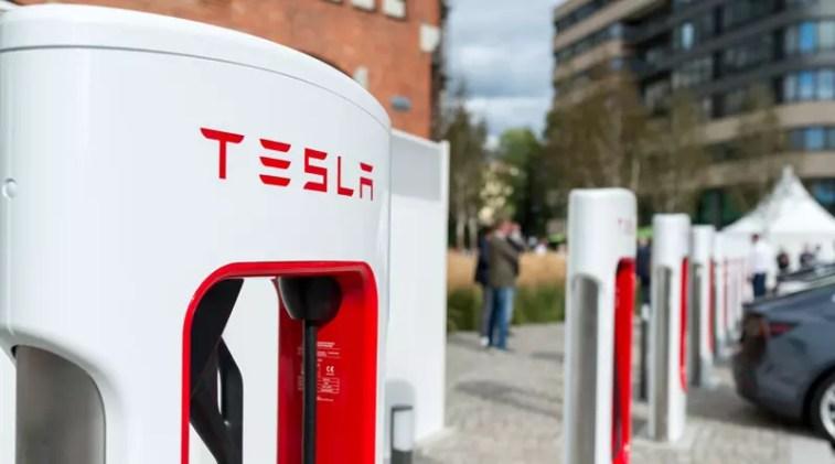 Tesla V3 Supercharger am Euref Berlin