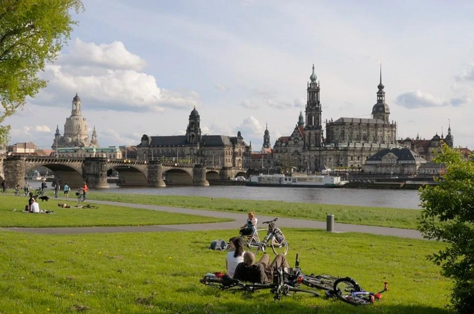 Dresden Canalettoblick Elberadweg