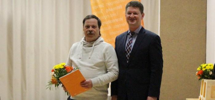 Dietmar Müller mit Ehrenurkunde des SSB-Präsidenten ausgezeichnet