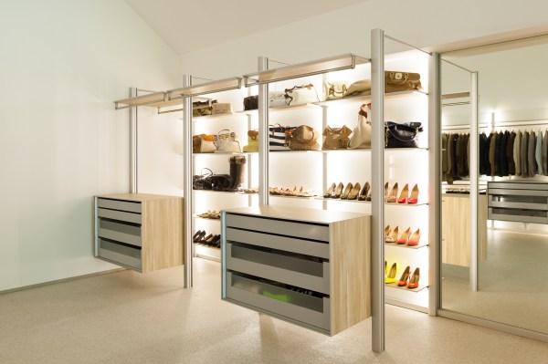inloopkasten op maat met modern design en aanpasbare inrichting.