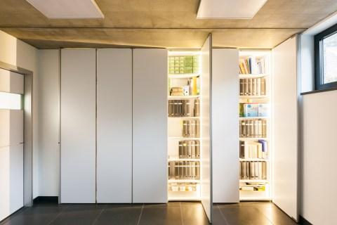 Inbouwkasten moderne bureau met led verlichting