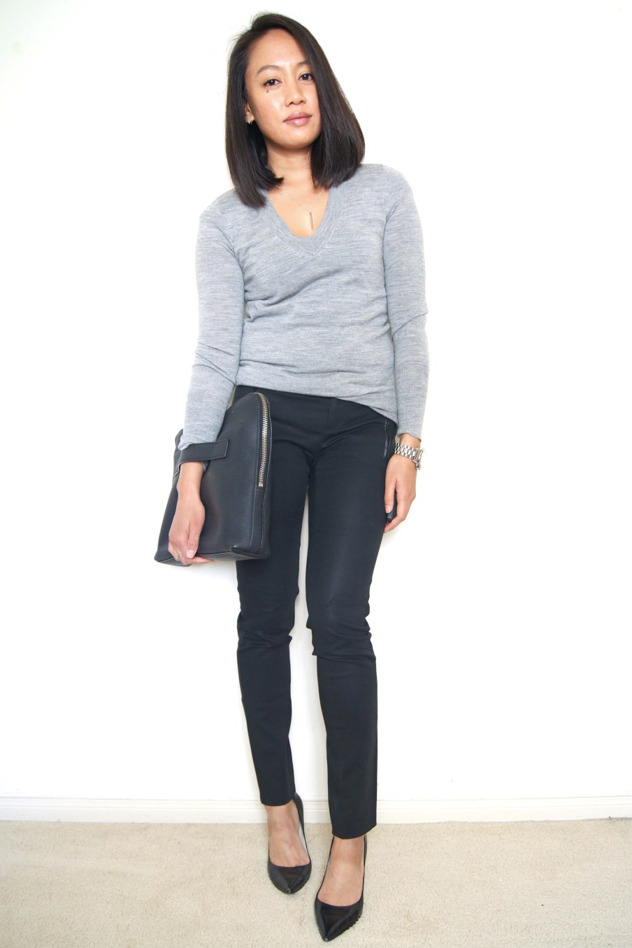 Gray sweater + skinny black pants