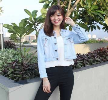 Denim jacket for women street style ideas (04)