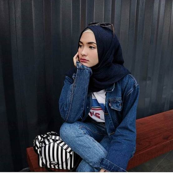 Denim jacket for women street style ideas (05)