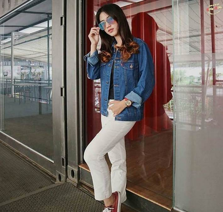 Denim jacket for women street style ideas (11)