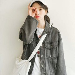 Denim jacket for women street style ideas (37)