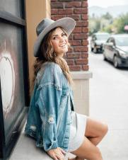 Denim jacket for women street style ideas (49)