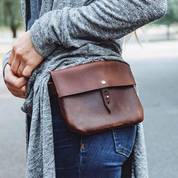 """Etsy.com The Hustler Festival Fanny // Hand-sewn Brown Buffed, Waxed Cowhide Leather Fanny Pack With Swivel D-ring Hooks For Belt Loop Fastening -I Bought This And It Is Ah-mazing! Not Your Traditional """"fanny"""" Pack. So Much Cooler And Versatile. Clips"""