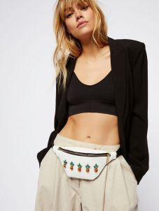 Fashionisers.com #fannypack #fannypacktrend #whitefannypack #embellishedfannypack #whiteembellishedfannypack #pineapplefannypack #pineappleembellishedfannypack