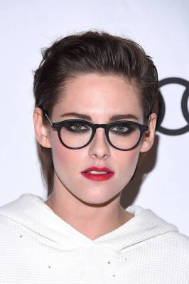 Kristen Stewart in a Gorgeous Fashion - 052 | Fashion DressFitMe