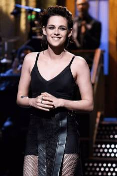 Kristen Stewart in a Gorgeous Fashion - 063 | Fashion DressFitMe