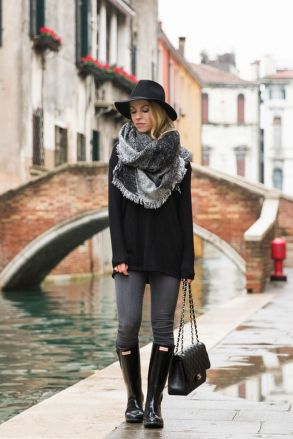 Rainy day cold weather outfit (27)