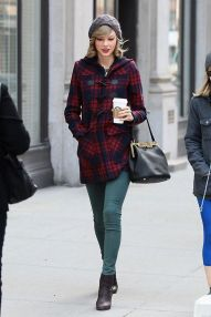 Rainy day cold weather outfit (55)