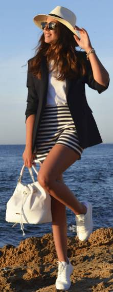 Women's white sneakers outfit 10