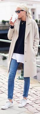 Women's white sneakers outfit 24