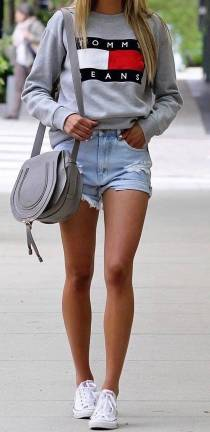 Women's white sneakers outfit 31