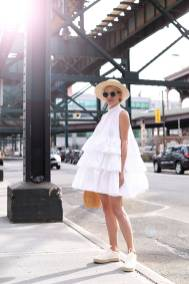 Women's white sneakers outfit 53