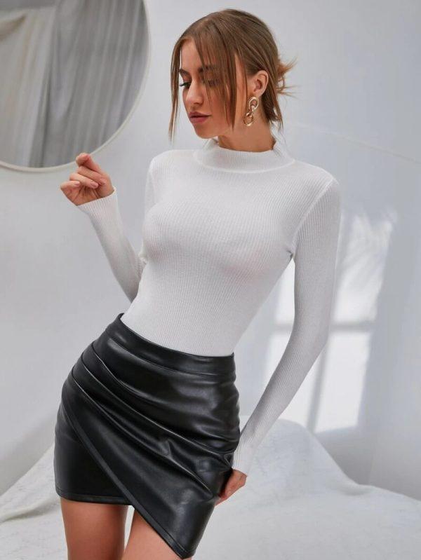 Дамски пуловер в бял цвят