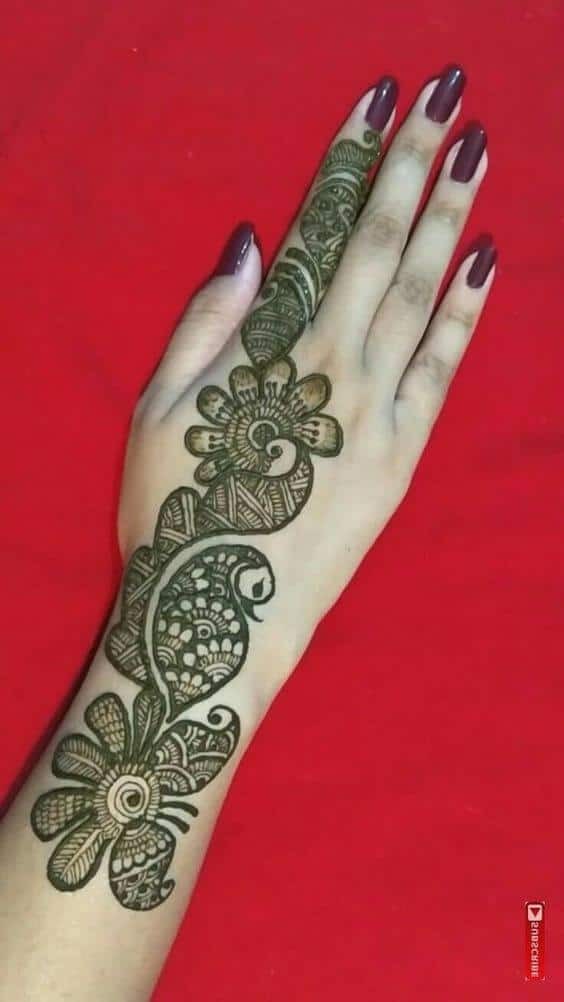 peacock style mehndi design for back hand