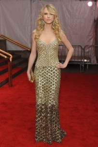 She wore a Badgley Mischka autumnwinter 2008 gown to the Met Ball.