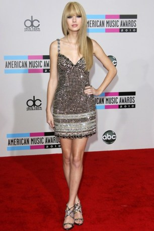 For the American Music Awards she wore a Collette Dinningan dress.