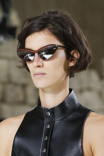 03-accessories-trend-report-tiny-sunglasses