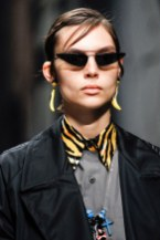 04-accessories-trend-report-tiny-sunglasses
