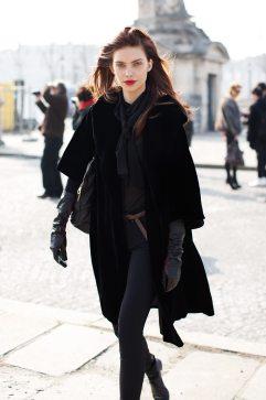 models-off-duty-look-all-black