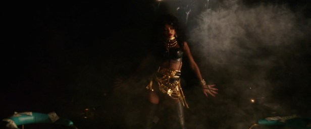Rihanna - Pour It Up (Explicit) [Music Video] 12
