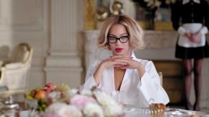 Beyoncé gets sexy in 'Partition' music video (Explicit) 01