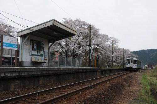 仁井田駅停車 4752D  キハ1015号車