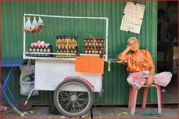 11_卵売りのおばあさん