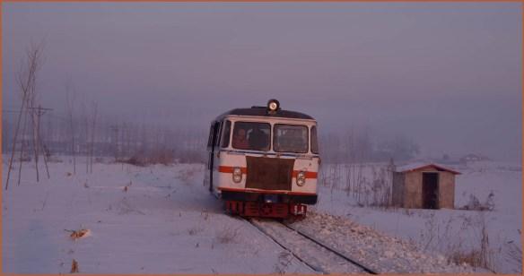 02_レールバス夜明けを走る