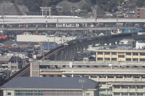 上りの山陽新幹線が通過