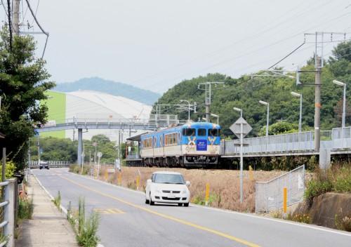 安芸長浜駅を通過する8232D三原行き