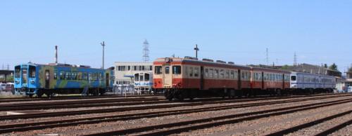 左からMRT305,キハ203,205、204,208