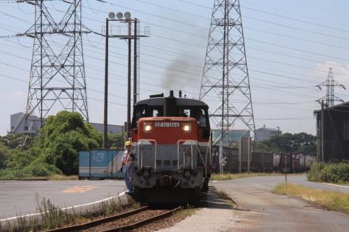 東水島駅に到着したDE101164牽く3093レ