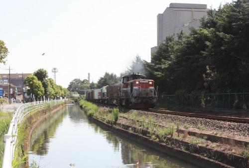 東京製鉄岡山工場横を行く西岡山行き3092レ