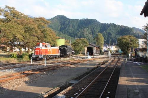 若桜駅構内のC12167とDD167