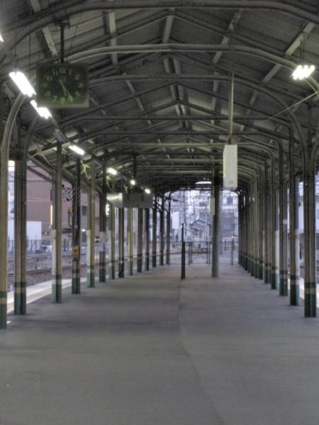 尾道駅ホーム上-w