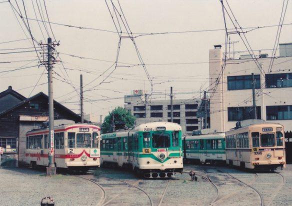左端に控えるは熊本で最も洗練されたスタイル1350型、