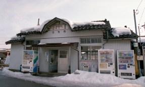 越中三郷駅  写真はどちらも2011年2月6日撮影