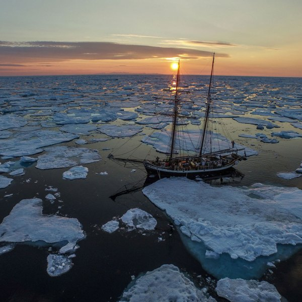 Drifter's Guide - Greenland Sailing Adventure