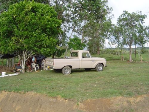YES. it works daily as the prime farm vehicle.That is really a 1966 F-100 truck. clearly, there's no road salt used there