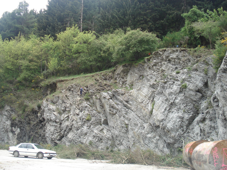 Vegetation clearing & rocks scaling (c) DAS