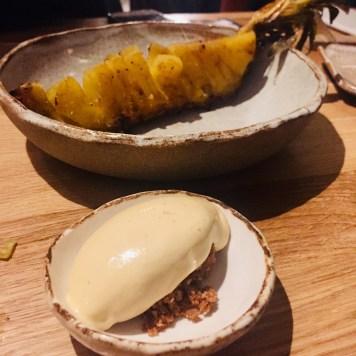 Ananas rôti, crème glacée caramel beurre salé