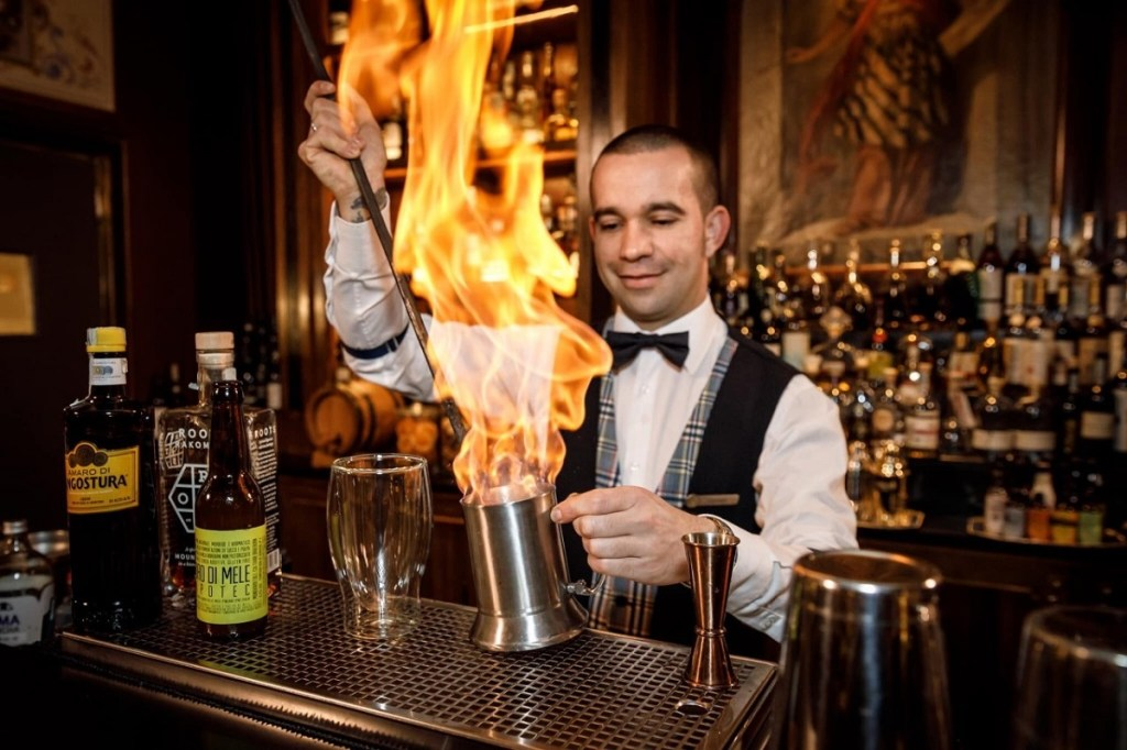 Edoardo Sandri Head Mixologist dell'Atrium Bar Four Seasons Hotel di Firenze