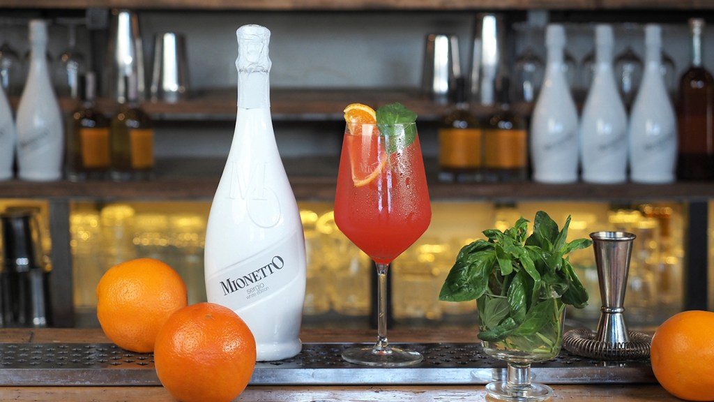 sunny vibe cocktail Mionetto