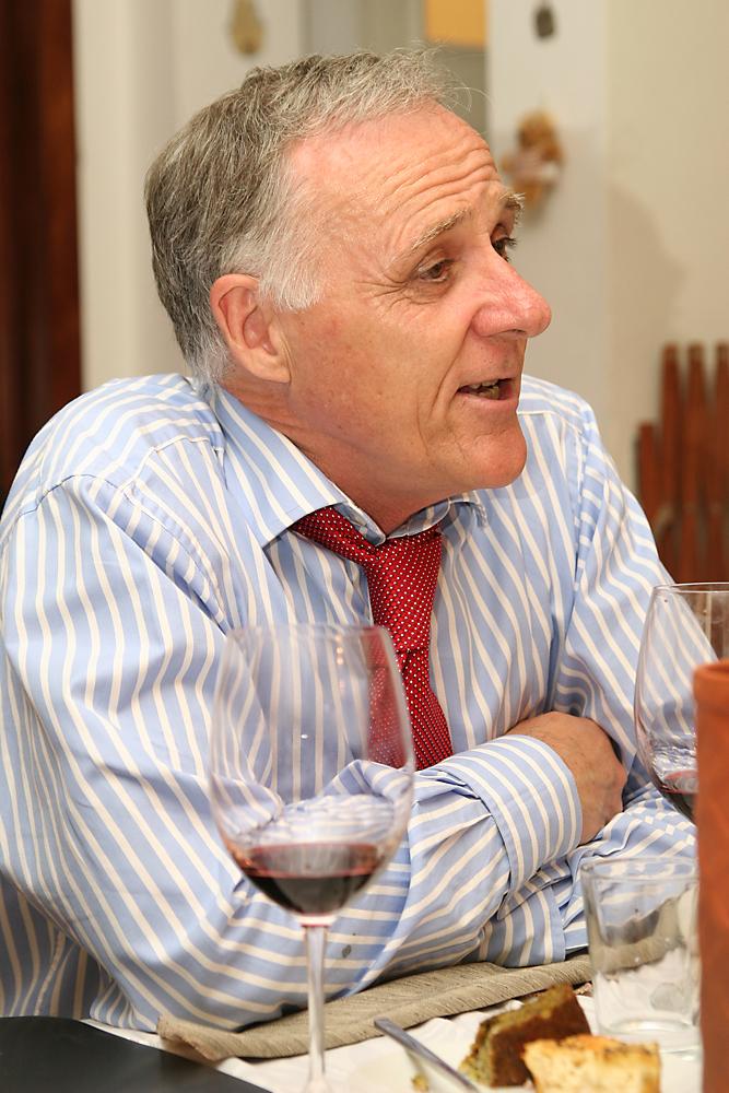 """מר וויליאם ווייט, מפיץ יינות קלו דה גת בחו""""ל"""