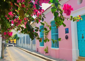 Girls Who Travel | Pink house in Cartagena